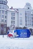 加里宁格勒,俄罗斯1月17日2018年:世界杯的商标 国际足球联合会2018年在俄罗斯 免版税库存图片