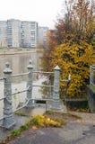 加里宁格勒 老篱芭被保存的片断在江边的 的treadled 免版税库存照片