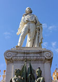 加里波第雕象在加里波第广场在尼斯 库存图片