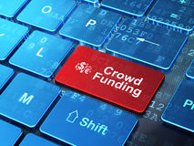 财务标志和人群资助在计算机上 图库摄影