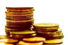 财务概念的金黄硬币 免版税图库摄影