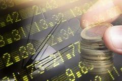 财务,开户概念 欧洲硬币,美元钞票特写镜头 财政系统的抽象图象与有选择性的 库存照片