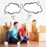 移动一个新的家的年轻夫妇 免版税库存照片