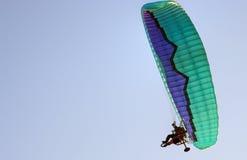 动力化的滑翔伞 免版税库存照片