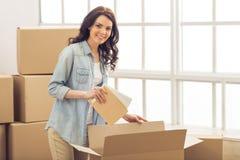 移动妇女年轻人 免版税库存图片