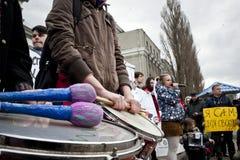 活动家把俄国使馆栓在 免版税库存图片