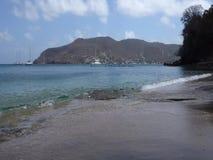 滚动岸上在更低的海湾, bequia的波浪 股票视频