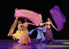 动态色的丝绸土耳其腹部舞蹈这奥地利的世界舞蹈 库存照片