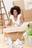 移动房子的美好的妇女包装 免版税图库摄影