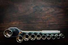 活动扳钳箱螺丝刀和其他工具的头位在da 免版税库存照片