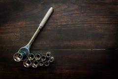 活动扳钳箱螺丝刀和其他工具的头位在da 免版税库存图片