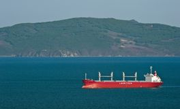 移动横跨海湾的散装货轮大西洋BULKER 不冻港海湾 东部(日本)海 18 05 2014年 免版税图库摄影