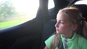 移动汽车的女孩 股票视频