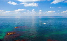 移动海的小船 免版税库存图片