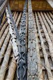 动物木雕刻细节在柱子的在传统Fon ` s宫殿在Bafut,喀麦隆,非洲 库存照片