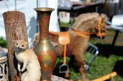 动物标本剥制术狡猾的人和花瓶 摇马在背景中 蚤3月 免版税库存照片
