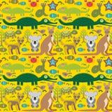 动物澳大利亚蛇,乌龟,鳄鱼, alliagtor,袋鼠,流浪者 在绿色背景的无缝的样式 向量 库存例证