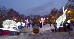 动物电雕塑在圣诞节的 库存照片