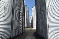 动物饲养工厂 五谷的大金属容器 现代农业 免版税库存照片