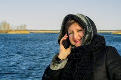 移动电话联系的妇女 图库摄影
