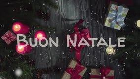 动画Buon纳塔莱-圣诞快乐在意大利语、白色信件和红色蜡烛 影视素材