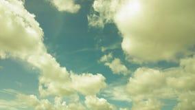 移动的云彩和天空 免版税图库摄影