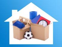 移动的天概念-有材料的纸板箱 免版税库存照片