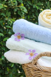 滚动的毛巾选择聚焦在家 免版税库存图片