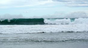 滚动的波浪支持 免版税图库摄影