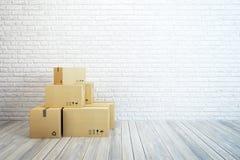 移动的箱子在新的家 免版税库存图片