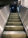 移动的自动扶梯台阶 免版税库存图片