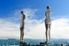 移动的雕塑阿里和Nino在巴统,乔治亚 免版税图库摄影