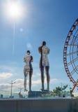 移动的雕塑阿里和Nino在巴统,乔治亚 库存图片
