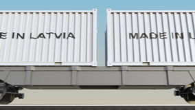 移动的货物火车和容器有做的在拉脱维亚说明 铁路运输 无缝的圈4K夹子 皇族释放例证