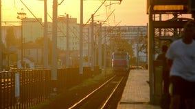 从活动蓝色颜色和蓝色的火车 影视素材
