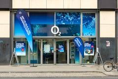 移动运营商O2的霍尔在Alexanderplatz的 免版税图库摄影