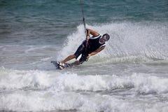 活动迷离kitesurfer行动 库存照片
