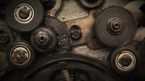移动通过转动的齿轮的照相机 股票视频