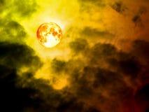 移动黑暗的天空的血液月亮 免版税图库摄影