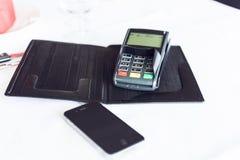 移动付款 时刻为使用所有流动对付款anykind  李 库存照片