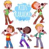 动画片孩子唱歌与话筒 免版税库存图片
