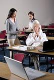 助手会议室科学家联系 免版税库存图片