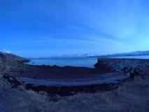 努力去做入蓝色海的长的码头在黎明 图库摄影