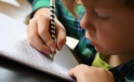 努力工作在家庭作业 免版税库存照片