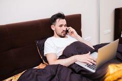 努力工作在您的家庭办公室 免版税库存照片