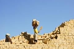 努力工作未知的非洲人 免版税库存照片