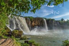 努瓦尔瀑布的驱动 免版税库存照片