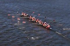 劳伦斯维尔乘员组在头赛跑查尔斯赛船会人` s青年时期八 库存照片