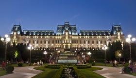 劳动人民文化宫, Iasi,在夜之前 免版税库存照片