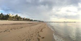 劳德代尔堡海滩日出 免版税库存照片